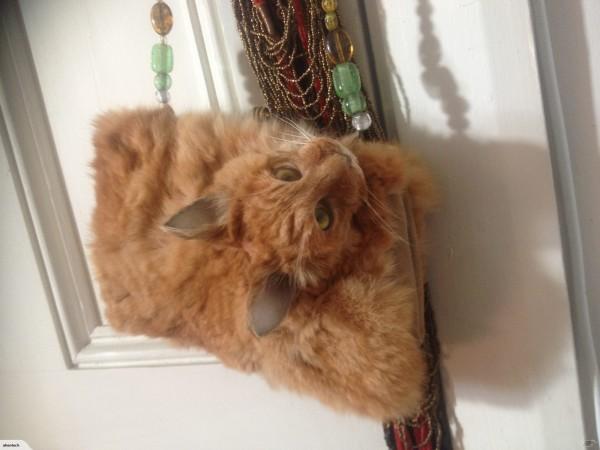 猫の剥製ハンドバッグ