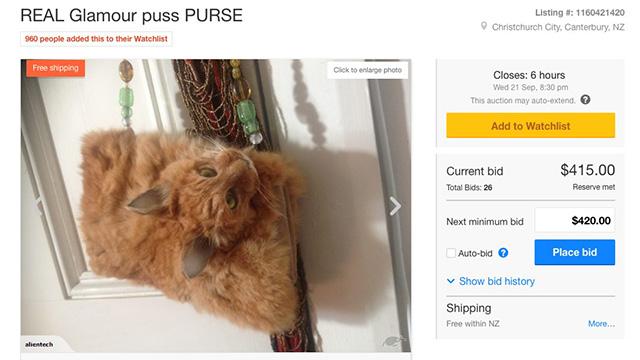 猫の剥製ハンドバッグが海外オークションに出品される。奇妙すぎ…のアイキャッチ