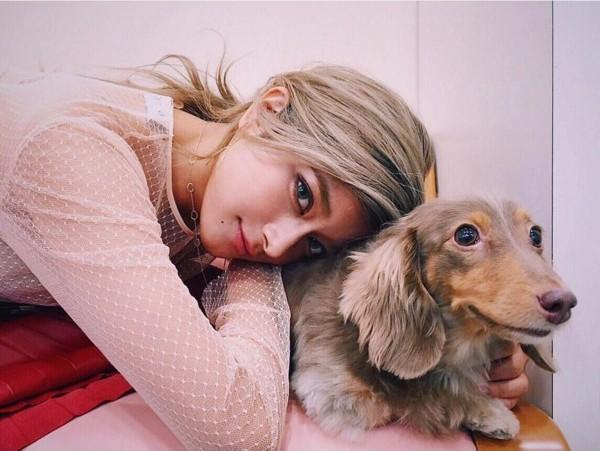 ローラと愛犬モカ