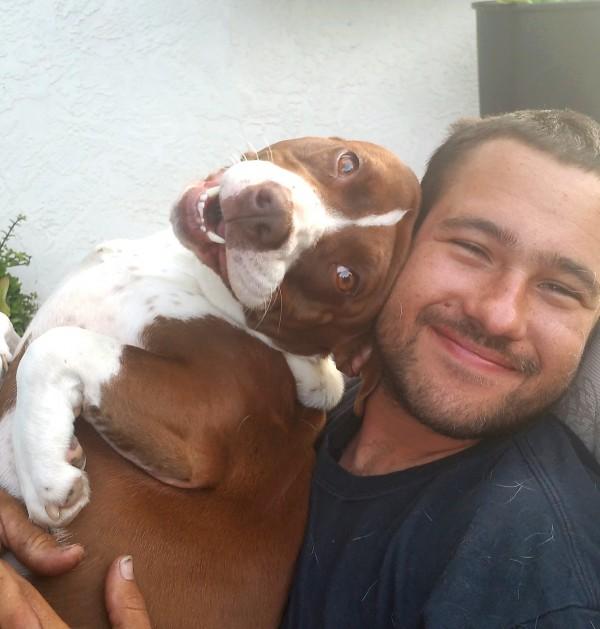 ハッピーな犬と男性