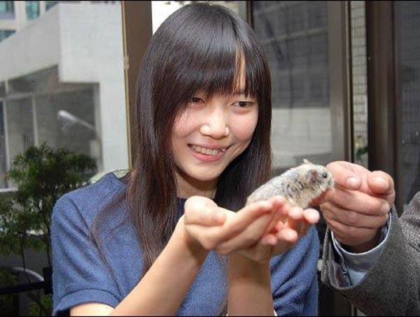 動物保護施設の女性3