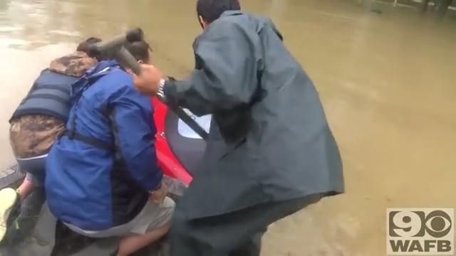 バトンルージュの洪水で犬と人間の救出2