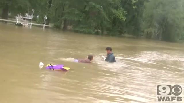 バトンルージュの洪水で犬と人間の救出5